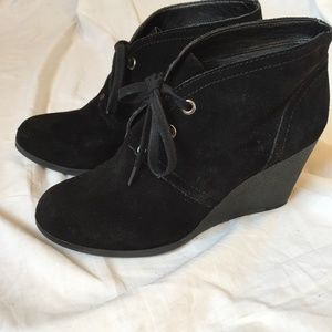Suede lace-up ankle boots with wedge